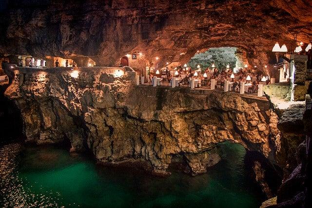 Grotta Palazzese, uno de los restaurantes más extraños del mundo