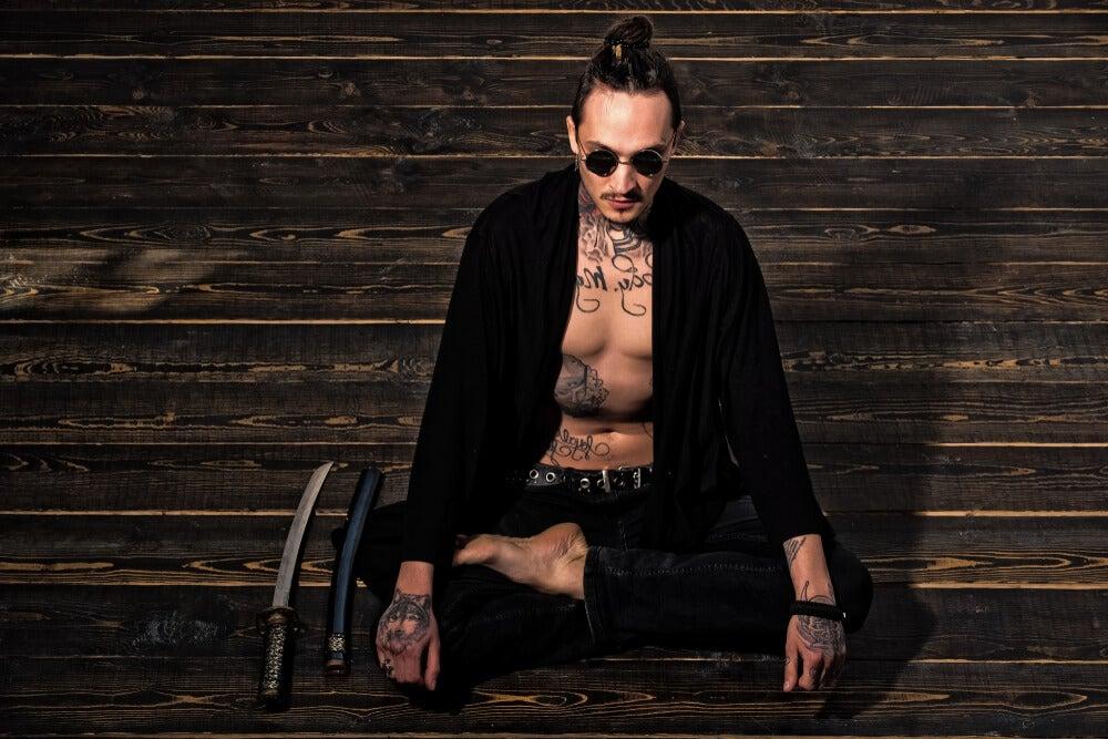 Hombre tatuado