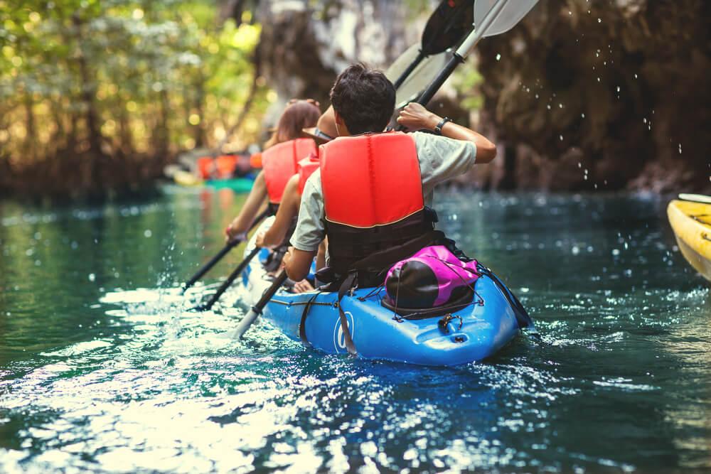 Familia en kayak