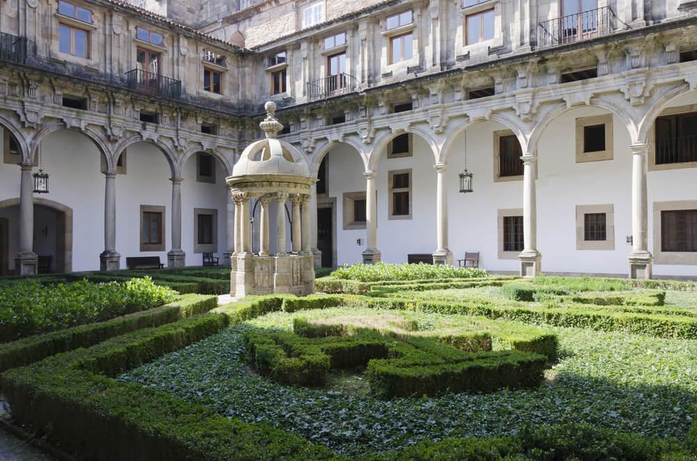 Patio del Hospital Real de Santiago