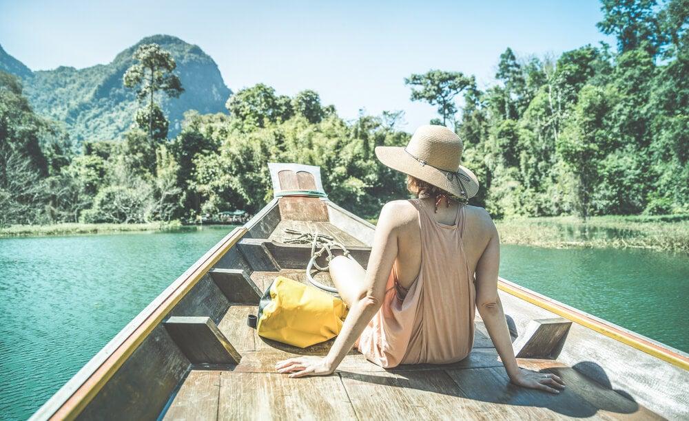 Viajera en una barca