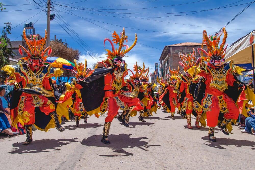 Baile durante la celebración en Puno