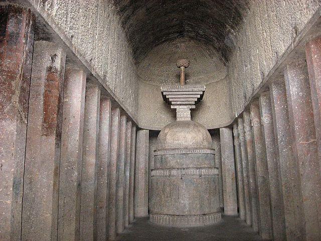 Templos hindúes: cueva de Bedsa