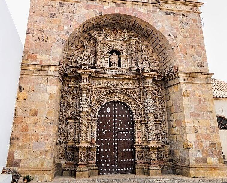 Portada de la iglesia de San Lorenzo