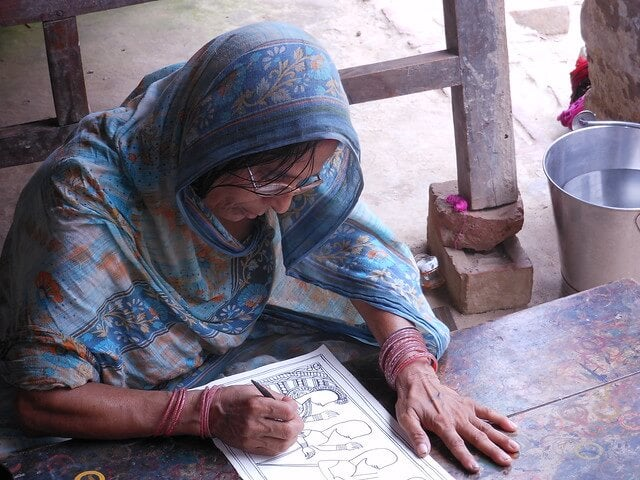 Mujer pintando