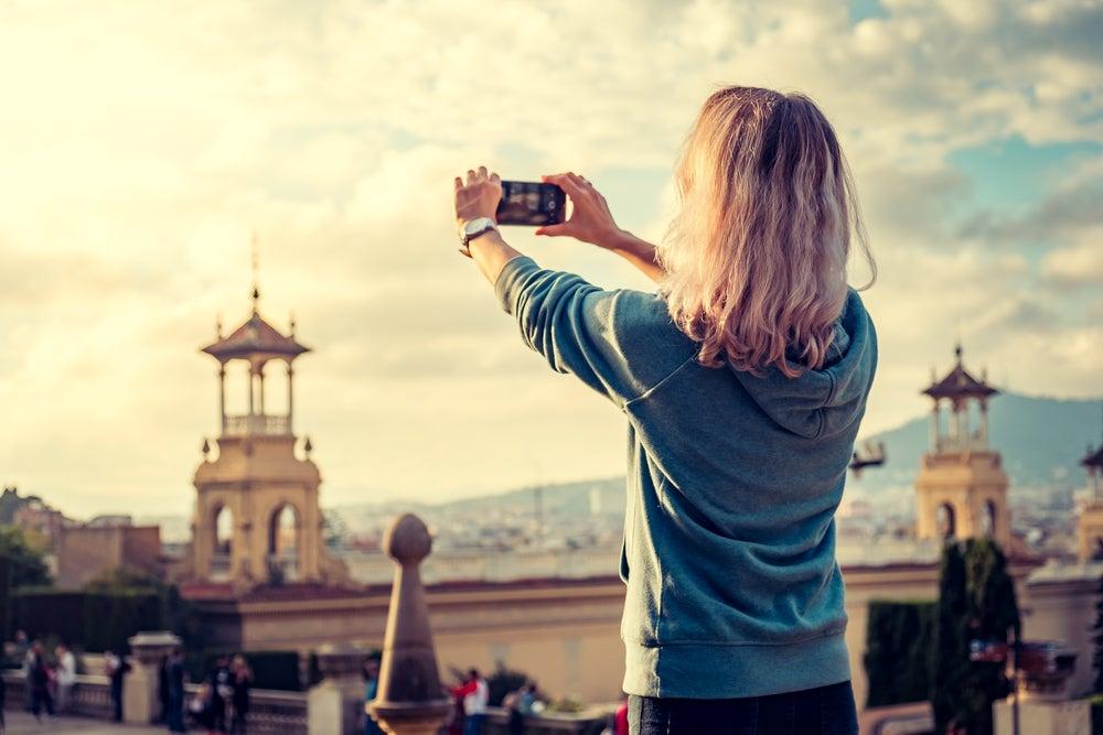 Mujer haciendo una foto