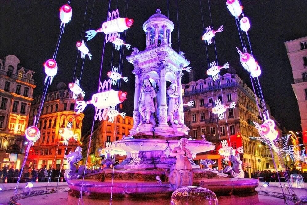 Plaza de Lyon con luces