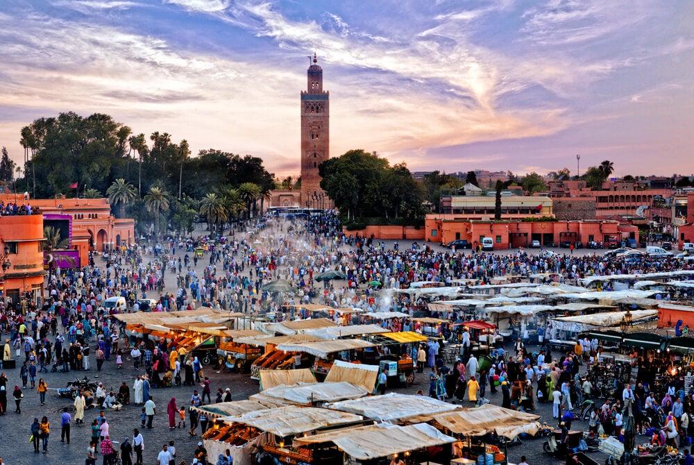 Un paseo por la plaza Yamaa el Fna en Marrakech