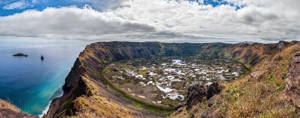 Volcán Ranu Kau en la Isla de Pascua