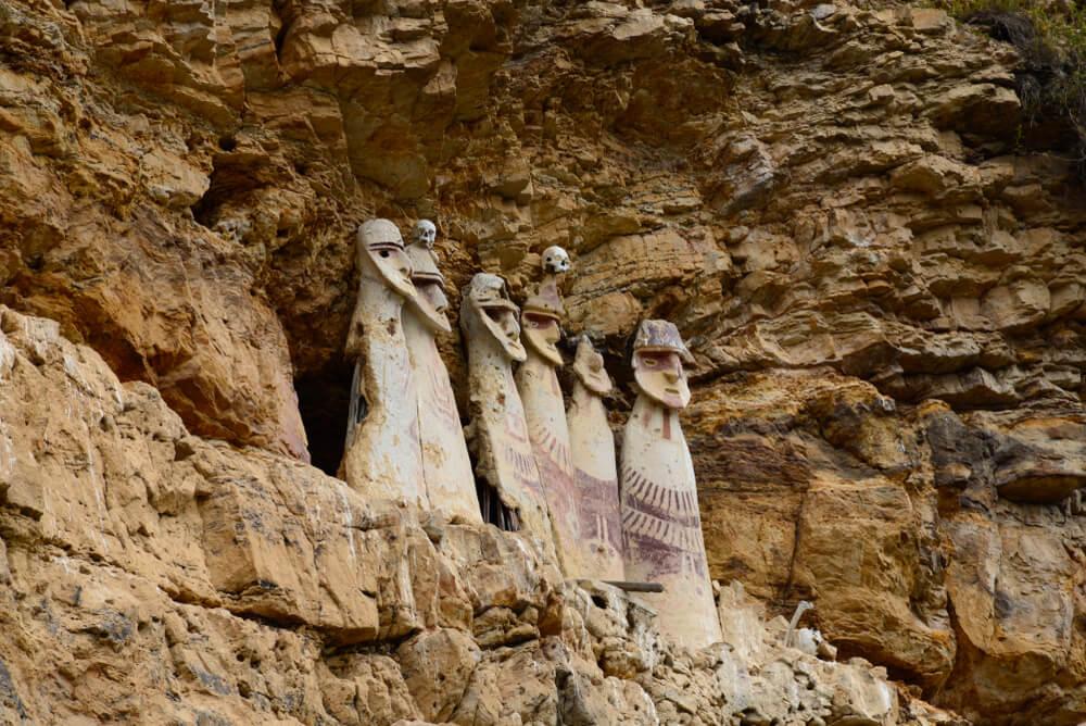 Conoce los Sarcófagos de Karajía en Perú