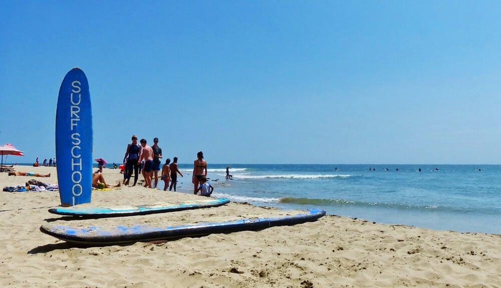 Surfistas en Máncora