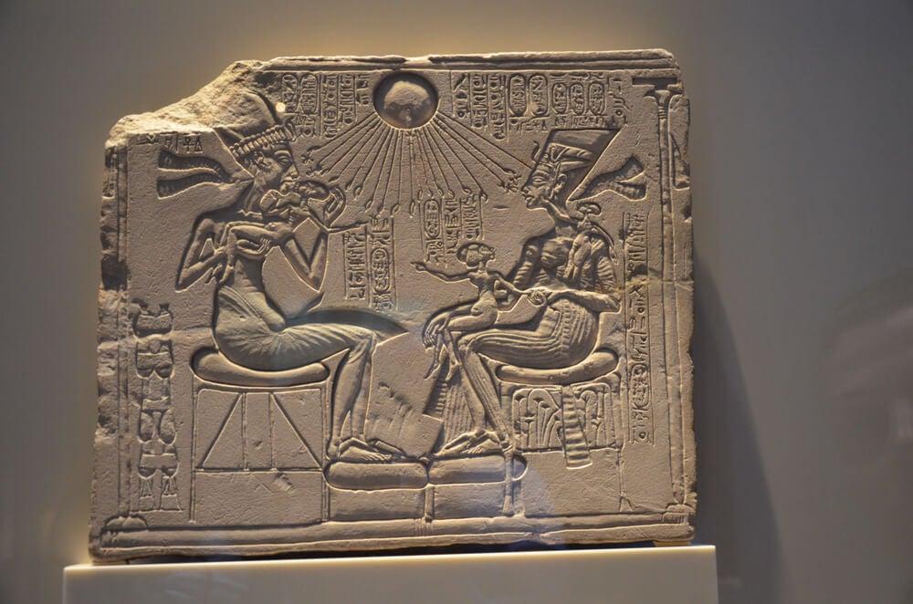 Estela de Ajenatón y Nefertiti