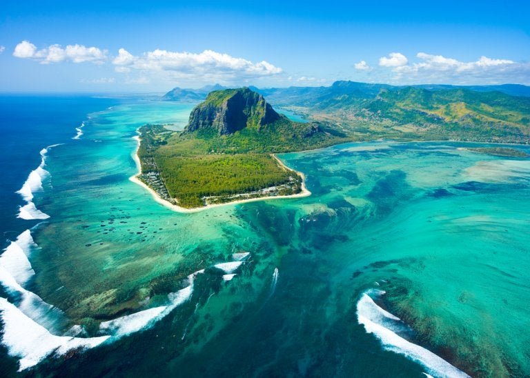 La cascada submarina de Mauricio: un paisaje impresionante
