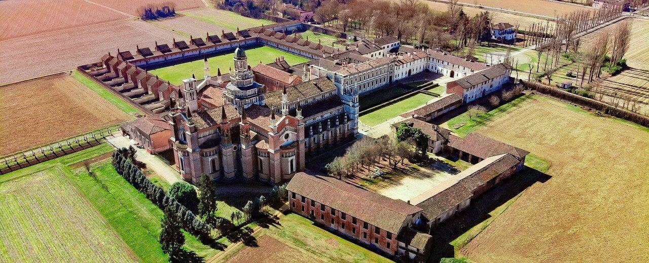 Certosa di Pavia desde un dron