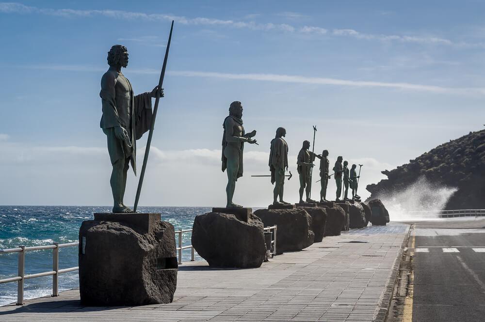 Estatuas de los reyes guanches, uno de los datos interesantes de las islas Canarias
