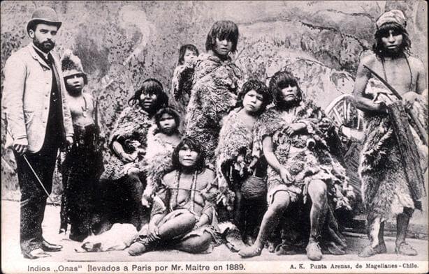 Indígenes en una de la exposiciones universales