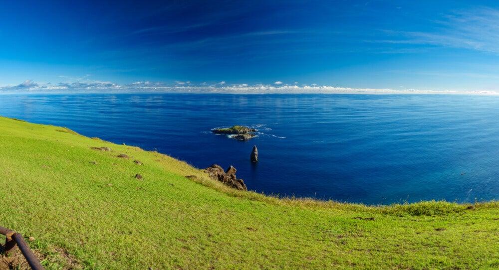 Islotes de Motu enfrente de Orongo
