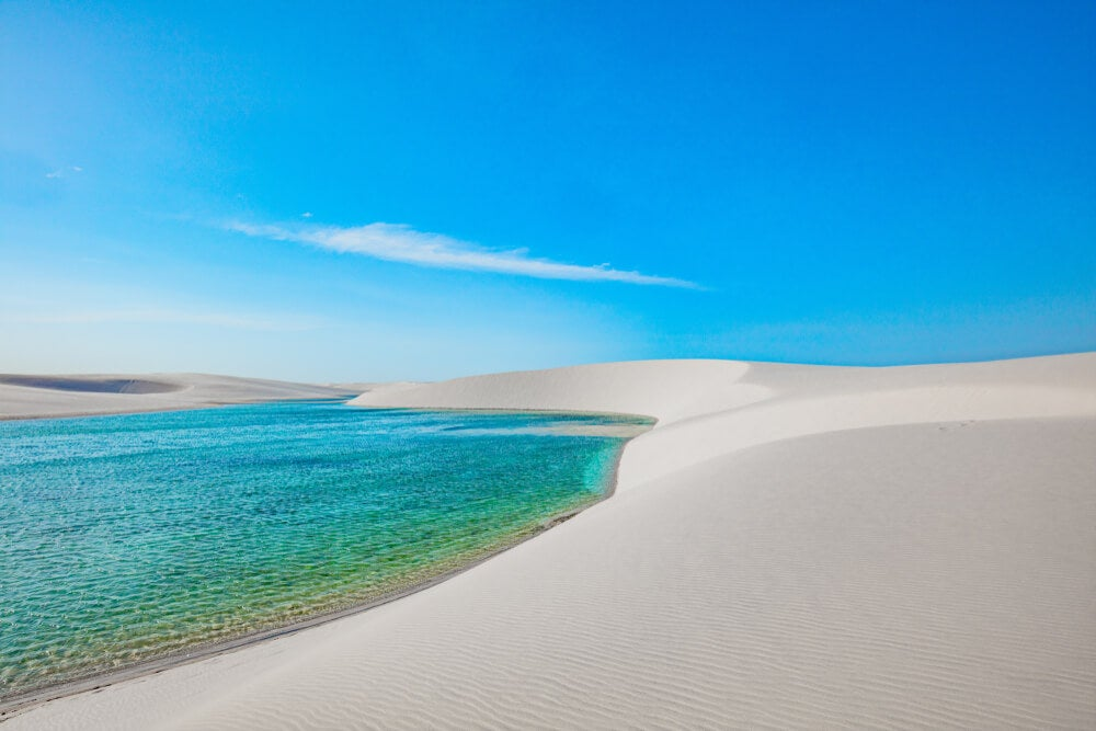Laguna en el desierto blanco de Lençois Maranhenses