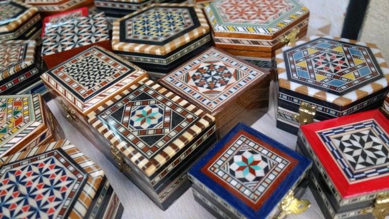 Conoce el arte de la taracea en Granada