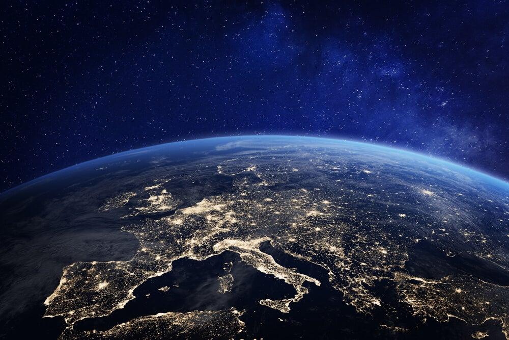 Tierra vista desde un viaje al espacio exterior