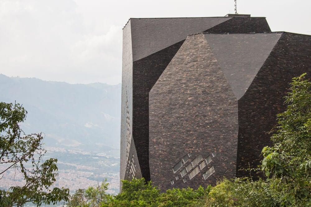 Biblioteca España de Medellín: historia de un edificio singular