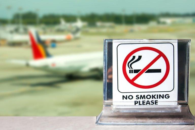Consejos para fumadores en aviones y aeropuertos