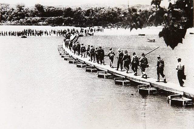 Fuerzas cruzando el Ebro
