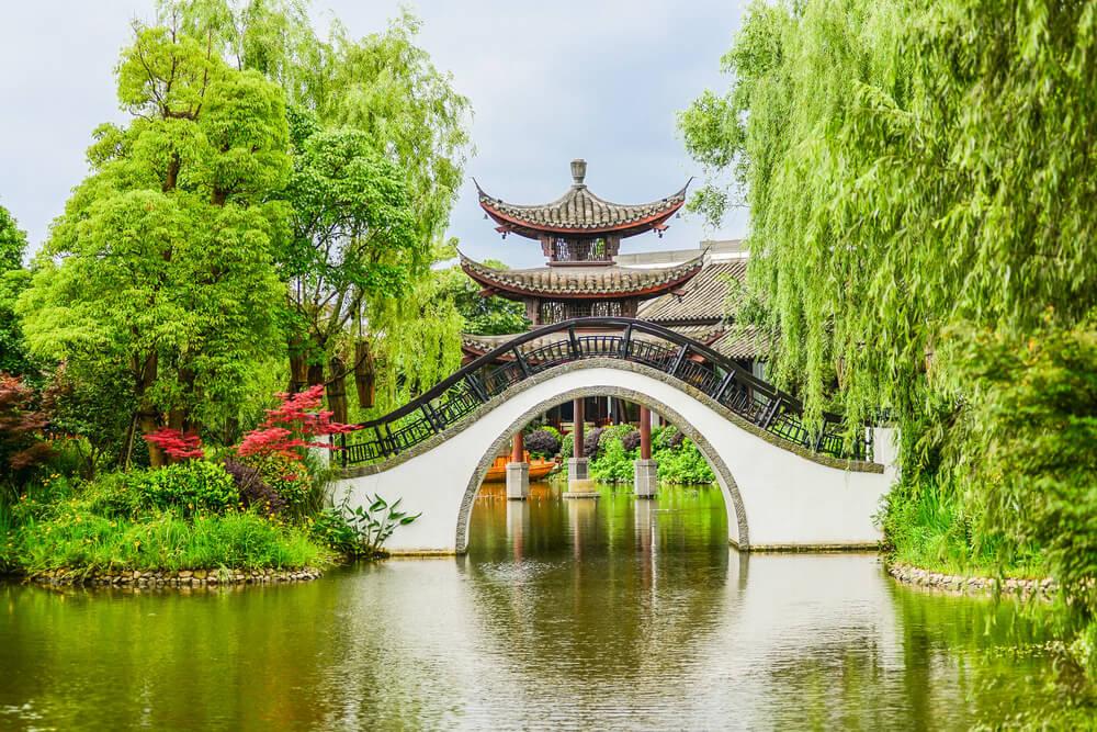 Puente en los humedades de Xixi