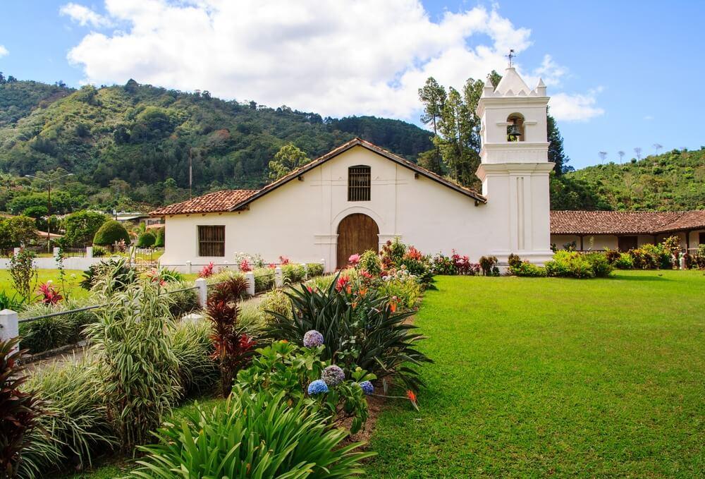 Iglesia de San José de Orosi: el pasado colonial de Costa Rica