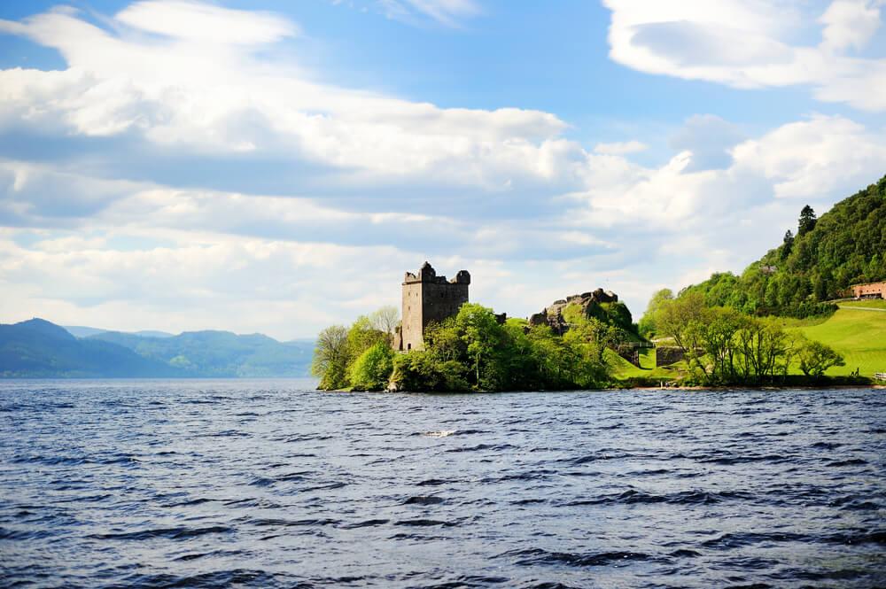 El monstruo del lago Ness en Escocia: historia de una leyenda