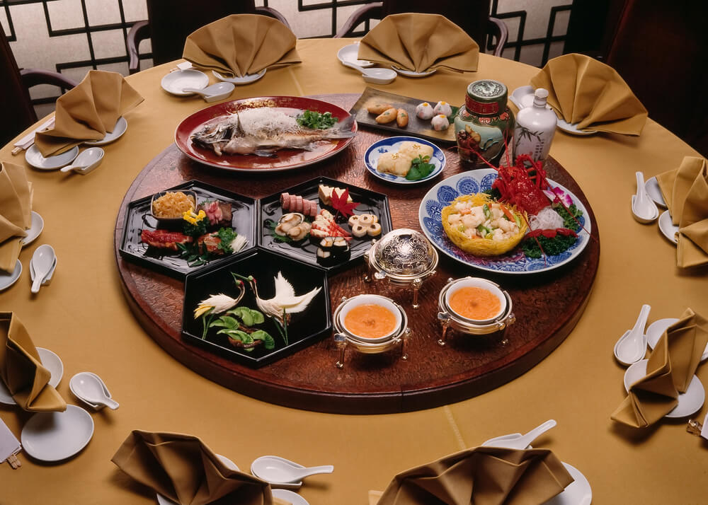 Mesa con comida china