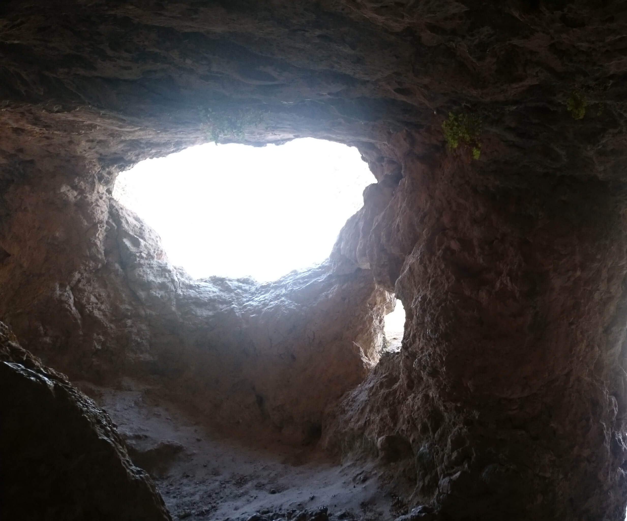 Ventanuco del equinoccio en Cueva Lobera