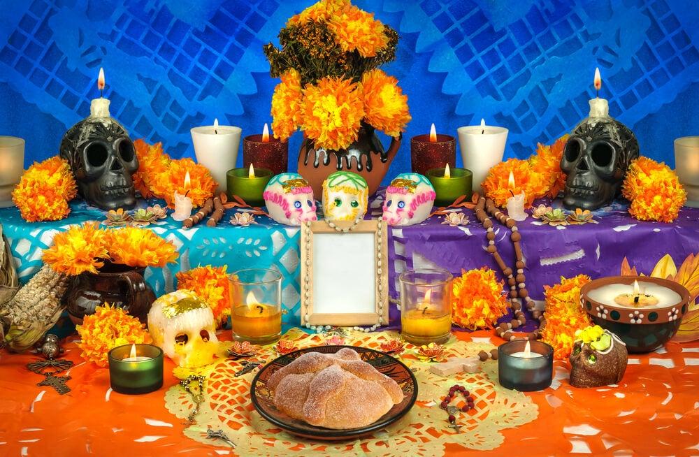Altar del día deMeurtos, una de las festividades más peculiares de Latinoamérica
