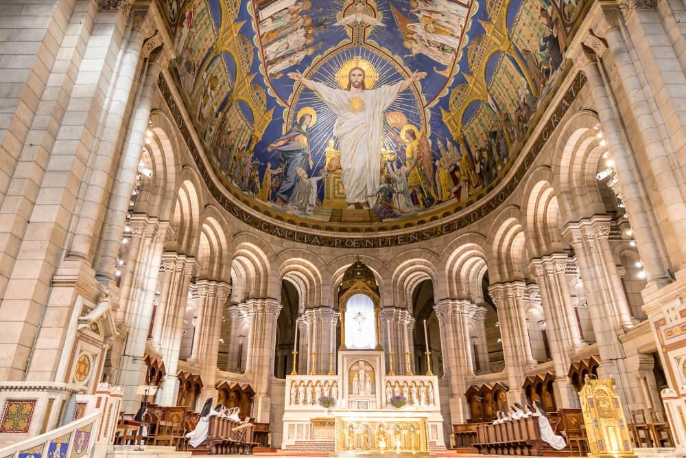 Interior del Sagrado Corazón de París