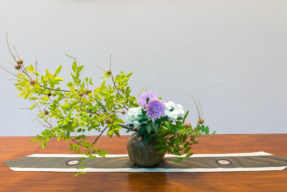Jarrón con arreglo floral