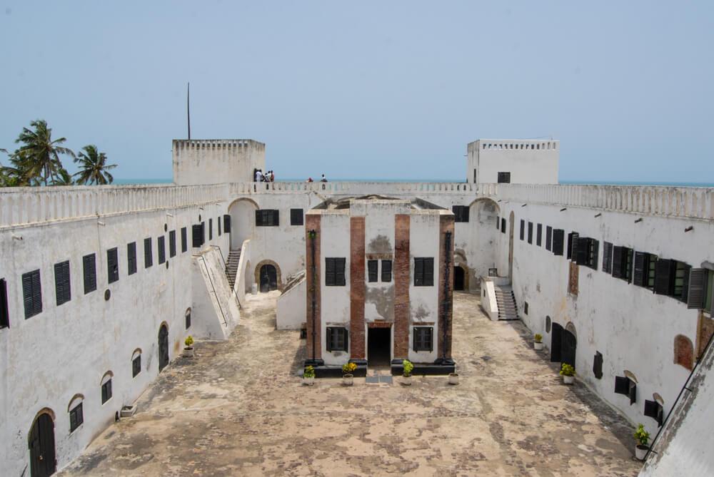 Patio del castillo de Elmina