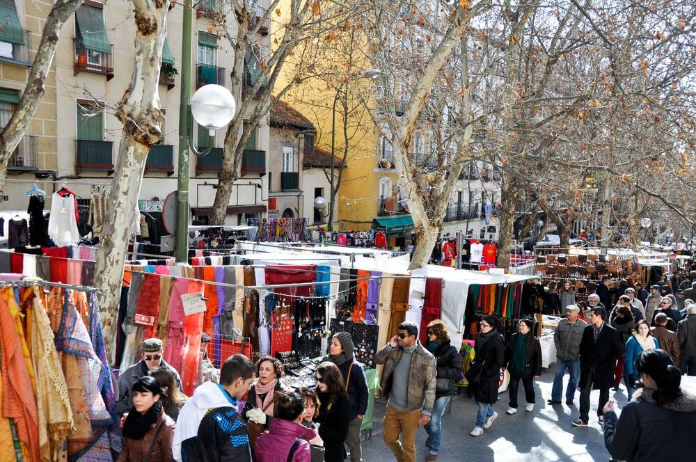 El Rastro en Madrid, uno de los mercadillos en España