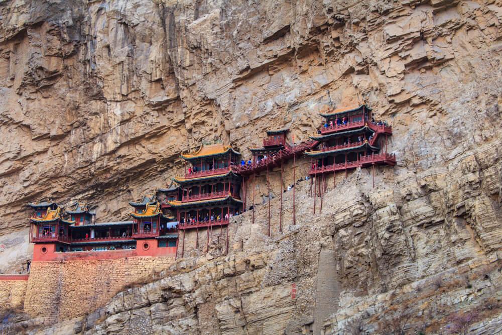 Conoce el templo colgante de Xuankong en China