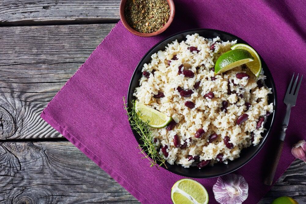 Plato de arroz con guisantes