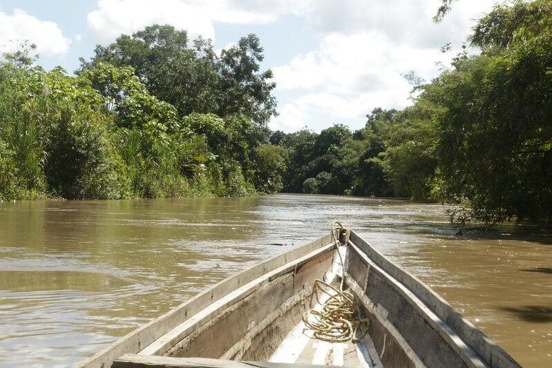 Barca en el río Atrato
