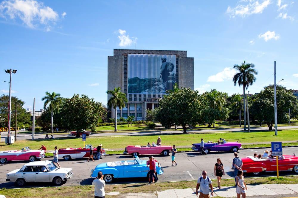 Biblioteca Nacional de Cuba en la plaza de la Revolución