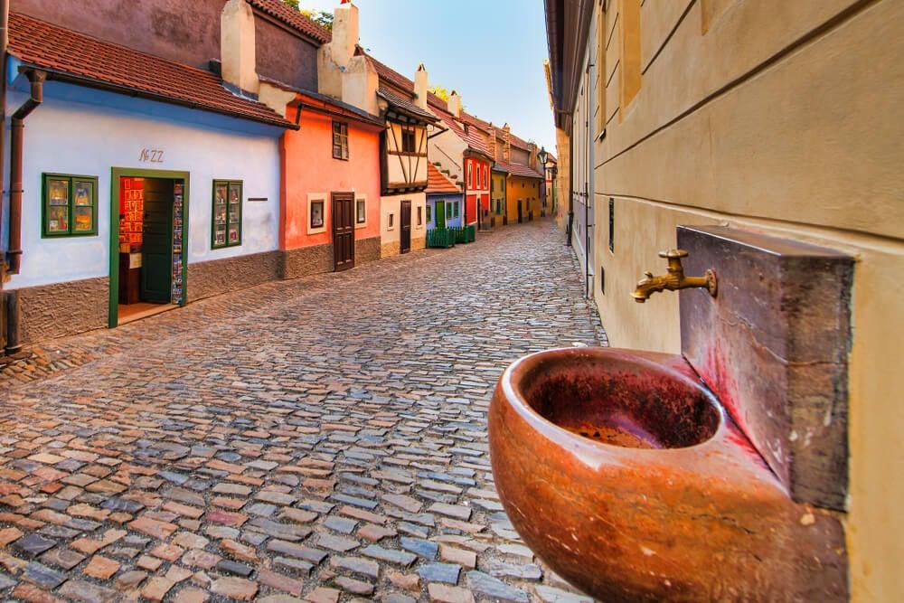 Paseamos por el Callejón del Oro de Praga