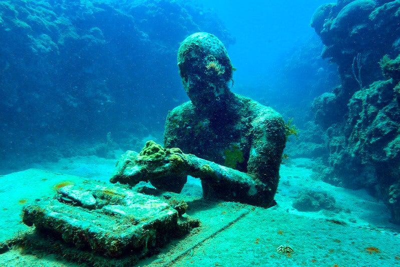 Escultura en el parque escultórico submarino de Molinere