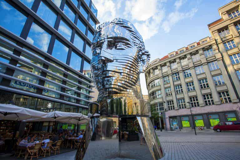 Un paseo por Praga para descubrir la obra de David Černý