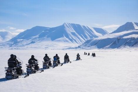 Motos de nieve en Spitsbergen