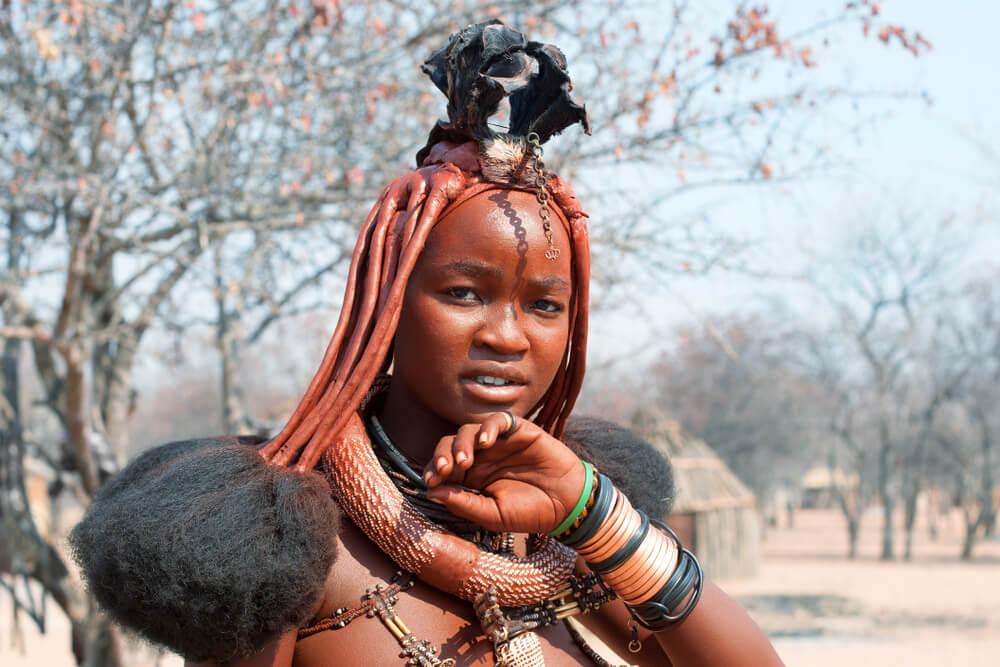 Mujer himba, uno de los pueblos africanos