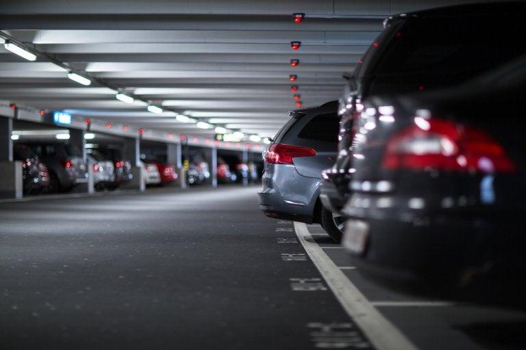 ¿Vas viajar en tu coche? Te explicamos cómo encontrar y reservar en parkings fácilmente desde tu móvil