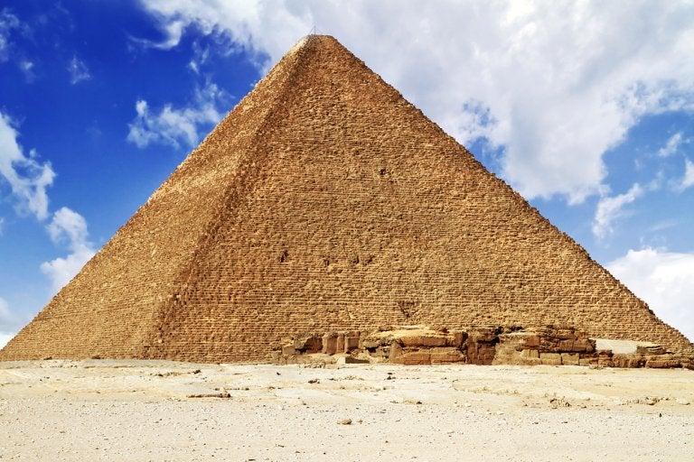 Pirámide de Keops: una de las 7 maravillas del mundo antiguo