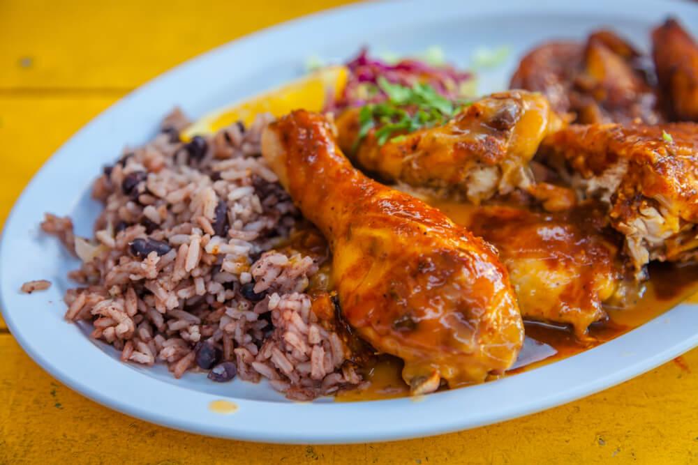 Pollo jerd, un plato que hay que comer en Jamaica