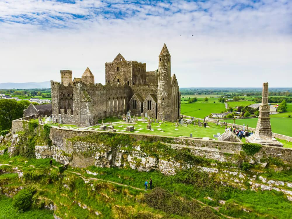 Conoce la legendaria Roca Cashel en Irlanda
